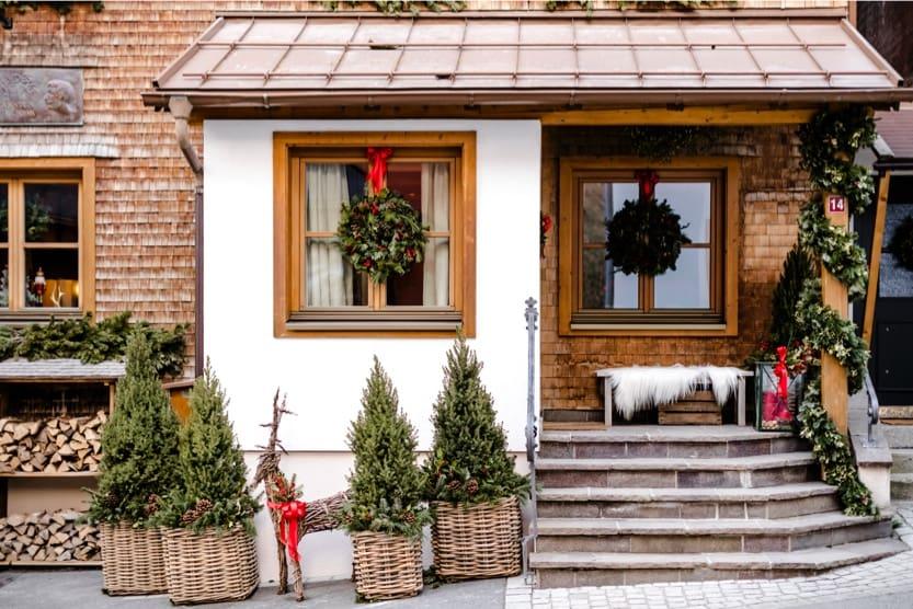 christmas-ski-holidays-decorations