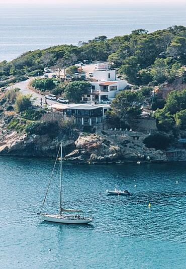 Family-Guide-Ibiza-Sailboat-min