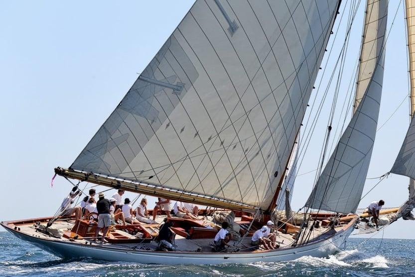 guide-summer-in-saint-tropez-with-kids-sailing-voiles-de-saint-tropez-Le-Collectionist