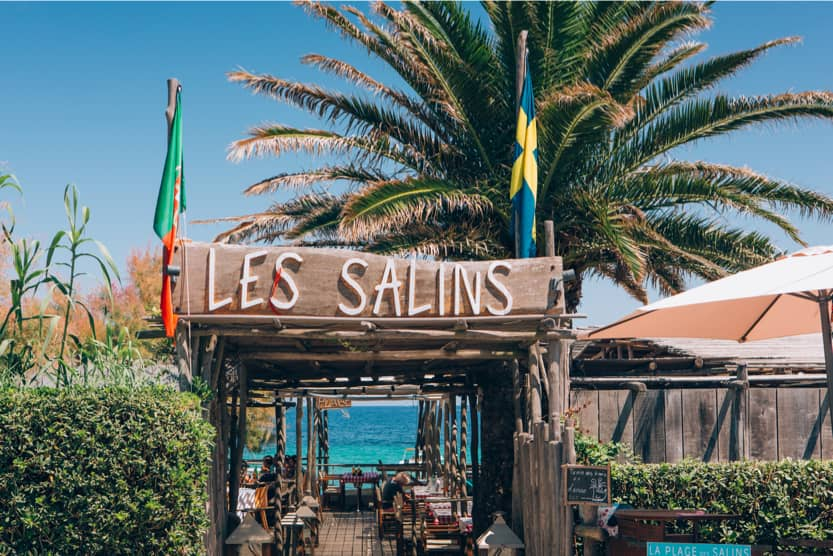 beach-bars-st-tropez-les-salins-min