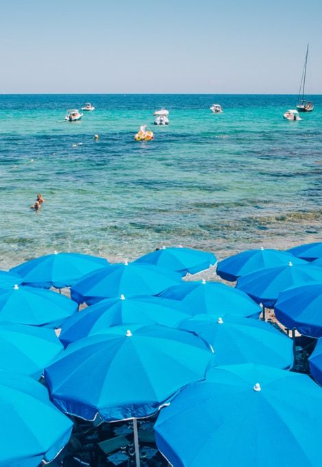 best-area-to-stay-in-st-tropez-les-salins-umbrellas