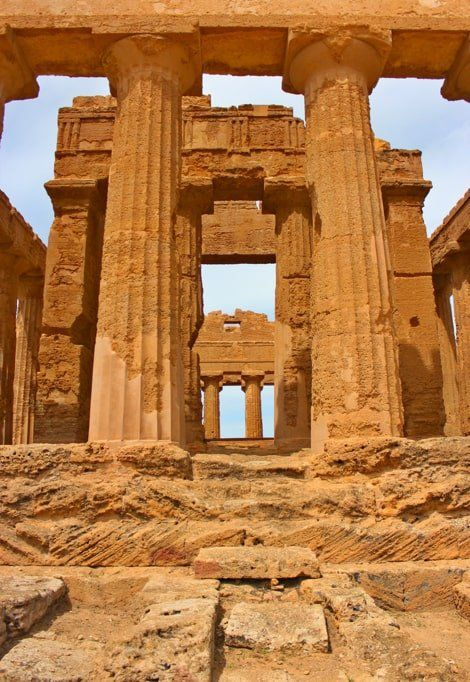 best-places-to-visit-in-Italy-in-summer-sicily-greek-ruins-min