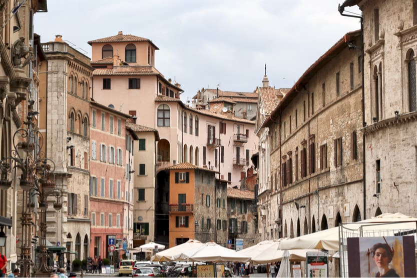 best-places-to-visit-in-italy-september-perugia-buildings-min