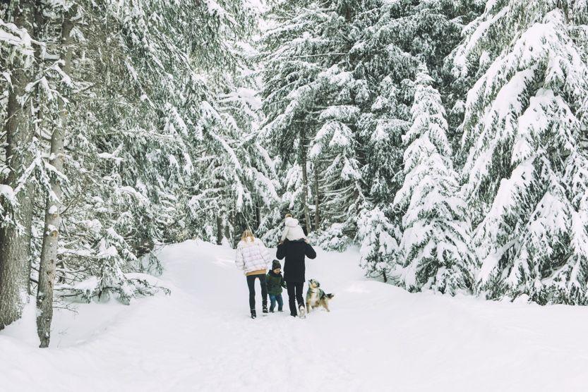 christmas-ski-holidays-courchevel-walk