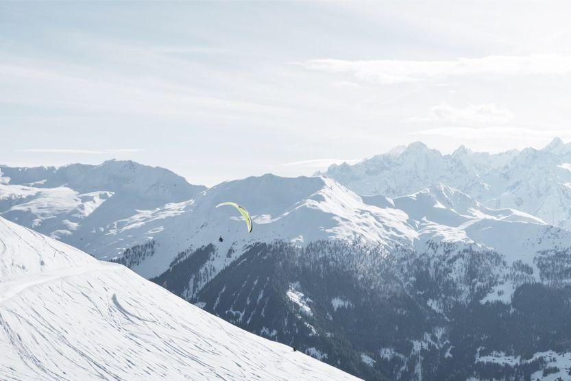 christmas-ski-holidays-verbier-paragliding