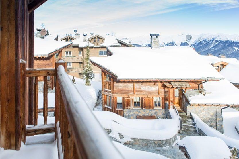 destination-hiver-courchevel-chalets-neige-min