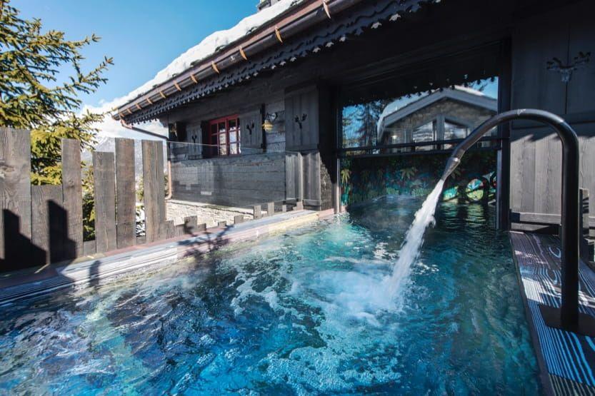 french-alps-summer-holidays-sisimuit-pool