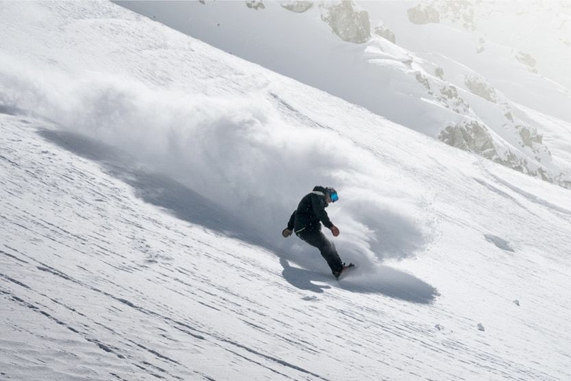 holidays-in-the-alps-snowboarder