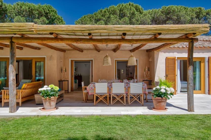 italy-beach-holidays-villa-gaea-patio-min