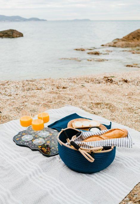 lavezzi-islands-beach-picnic-min