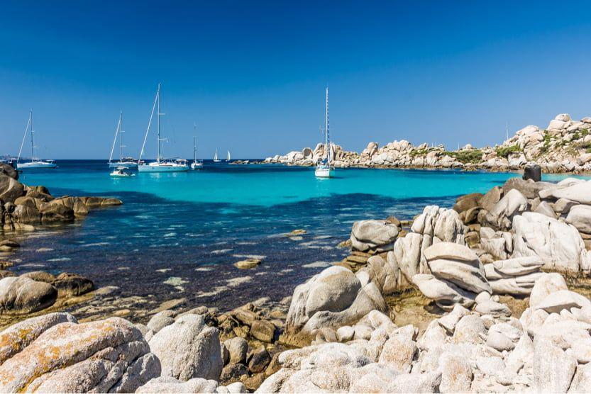 lavezzi-islands-boat-min