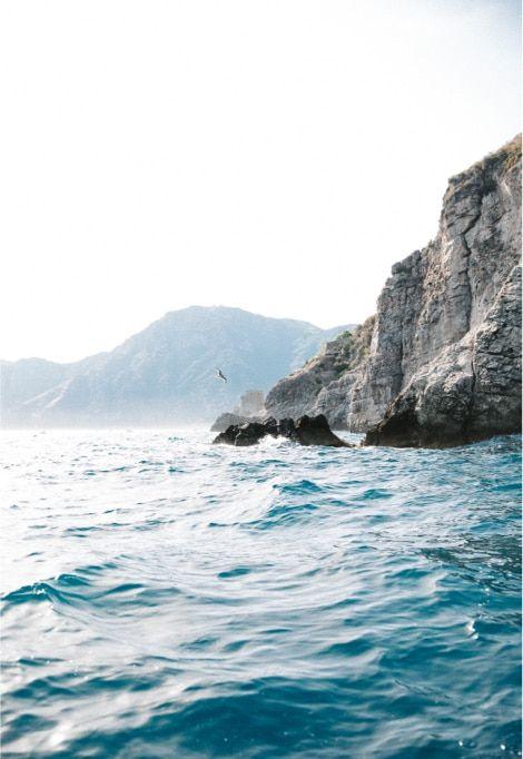 luxury-holidays-amalfi-coast-italy-seaside-cliffs-min
