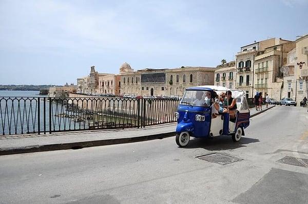 luxury-holidays-italy-sicily-taxi