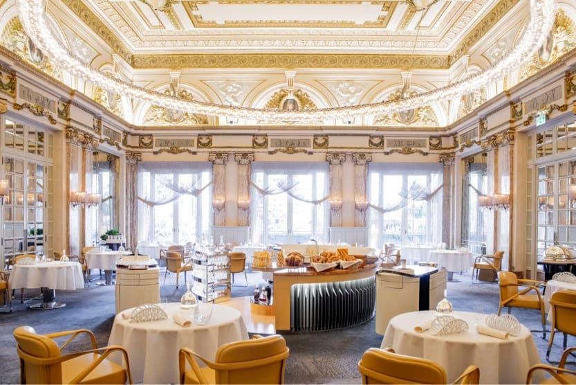 michelin-star-restaurants-france-le-louis-xv-min