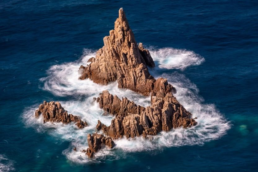 santa-giulia-corsica-red-rocks