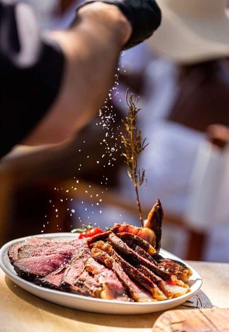 st-tropez-beach-clubs-nikki-beach-food