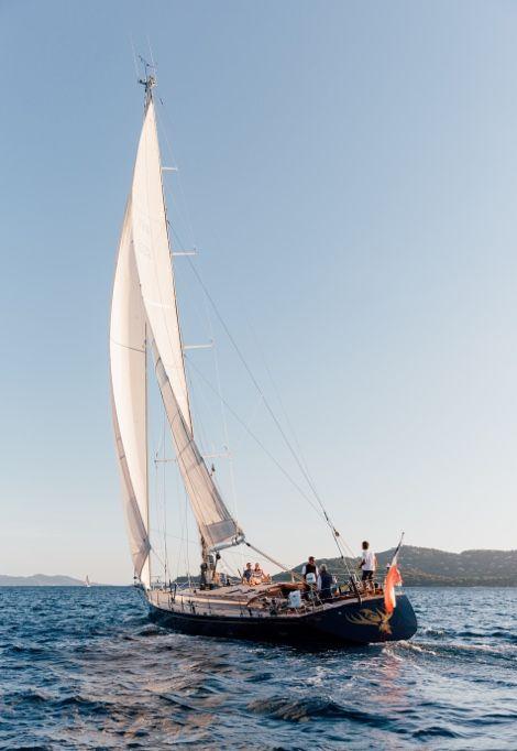 st-tropez-boat-sailing