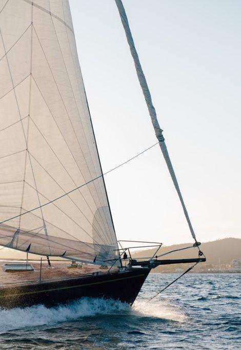 st-tropez-boat-splashing