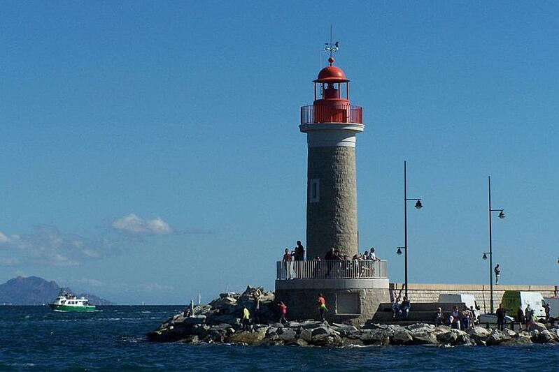 st-tropez-top-10-things-to-do-lighthouse-min