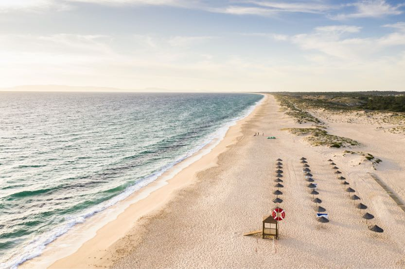 sublime-comporta-beach-club-parasols