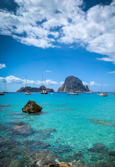 top-10-most-beautiful-beaches-in-ibiza-boats