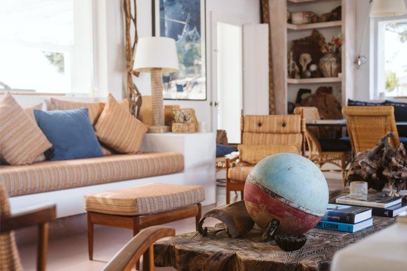 unique-comporta-beach-villa-living-couch-min