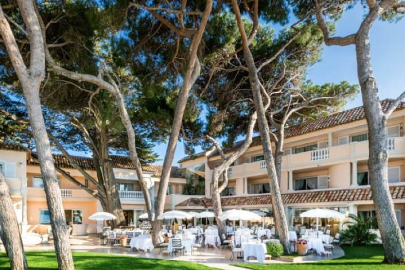 what-to-see-in-st-tropez-terrace--min