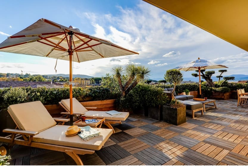 what-to-see-in-st-tropez-terrace-galilea-min